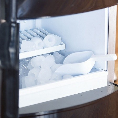 Ice Machine With Ice And Spoon