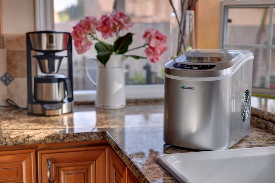 The Best Ice Makers Under 200 Dollars
